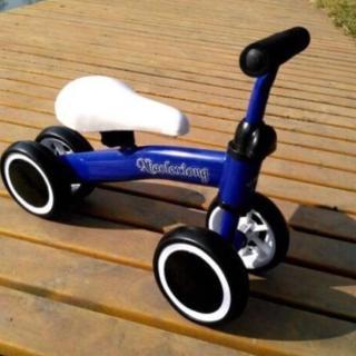 Xe đạp chòi chân giữ thăng bằng cho bé thumbnail