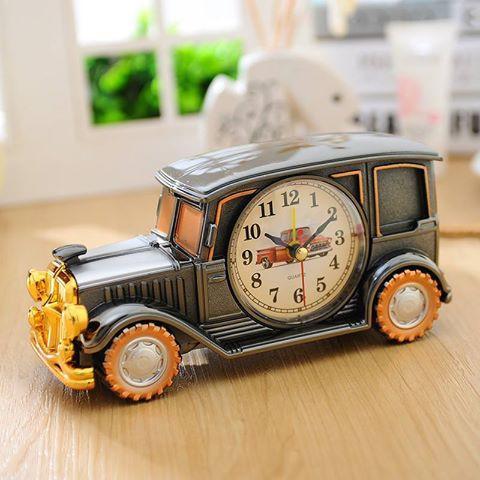 Đồng hồ báo thức để bàn trang trí hình xe ô tô