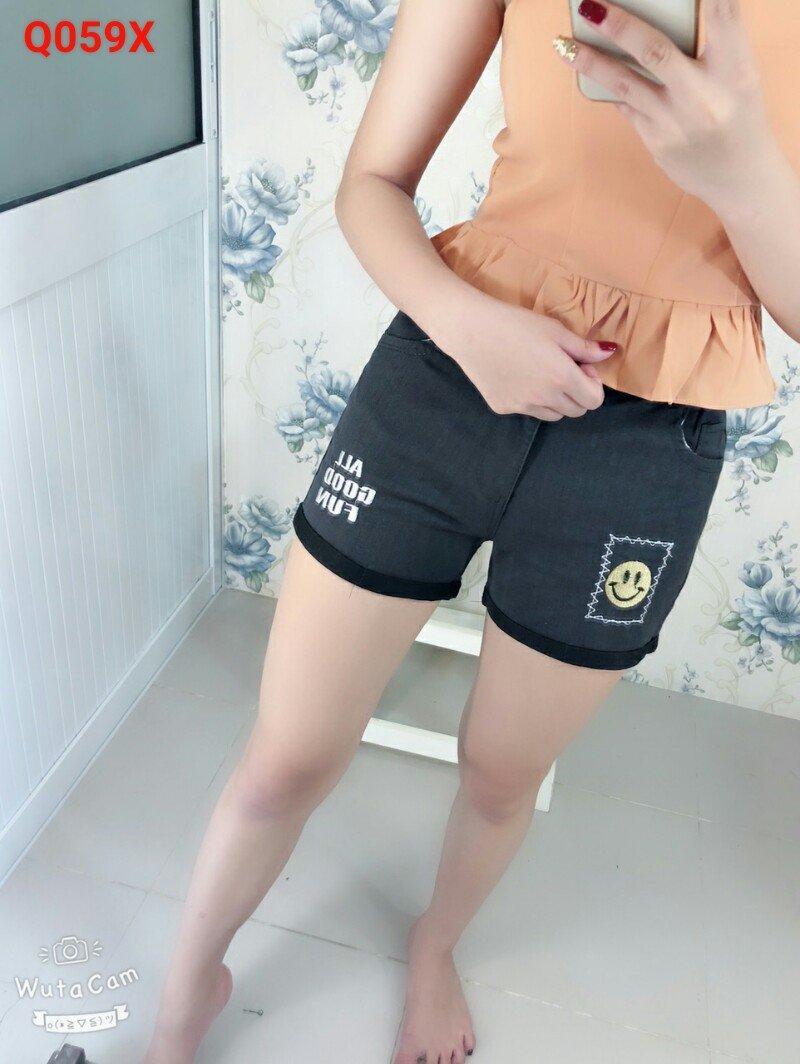Quần shorts kaki in hình thời trang nữ