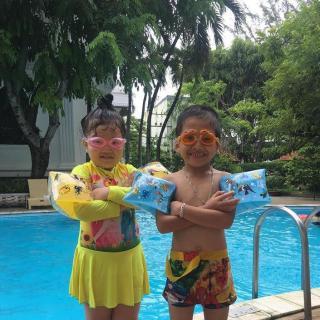 Phao tay tập bơi cho bé dưới 8 tuổi PU8 bộ 2 chiếc hình Cá đại dương tuyệt đẹp - Màu ngẫu nhiên thumbnail