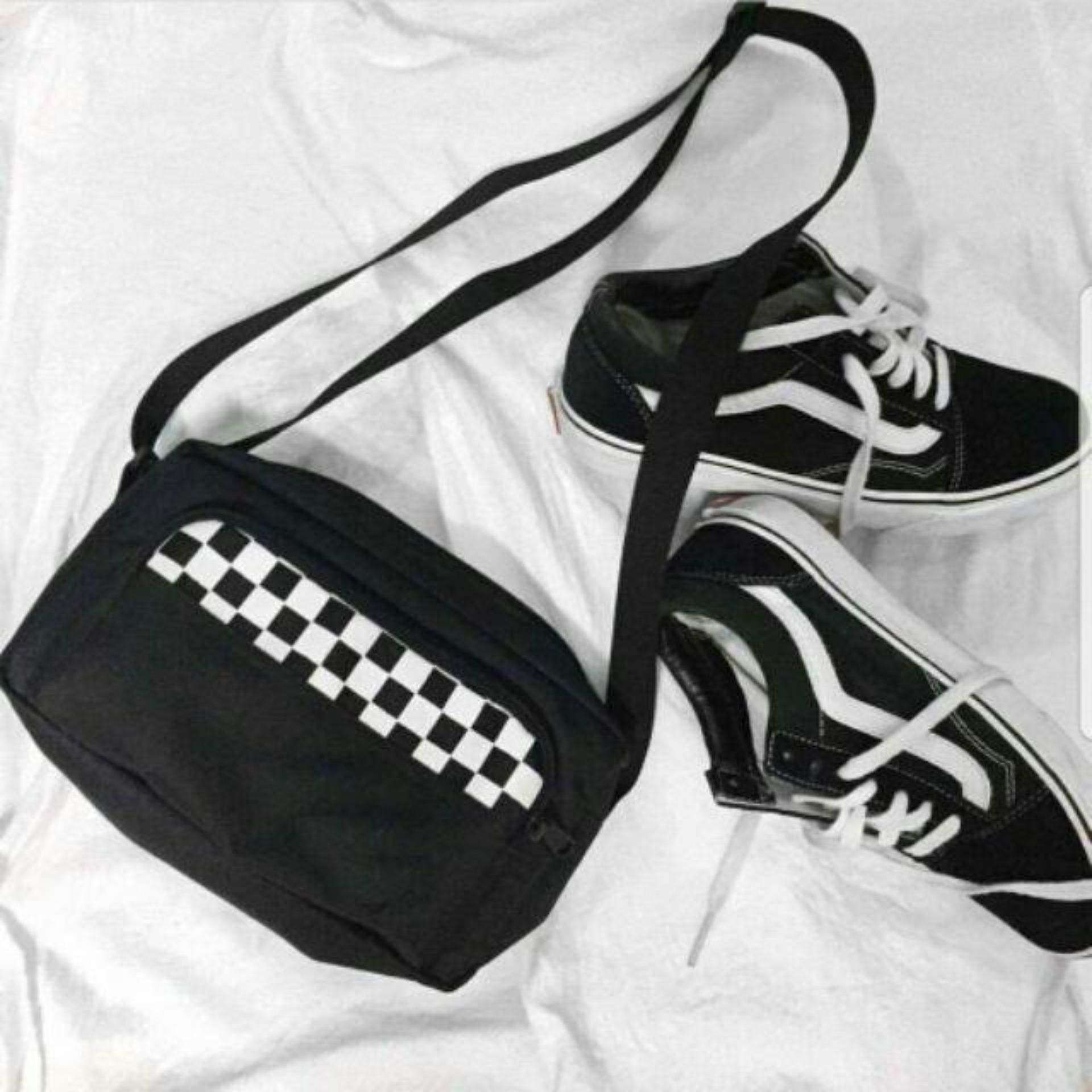 Túi đeo chéo sọc trắng đen (Đen) CA11