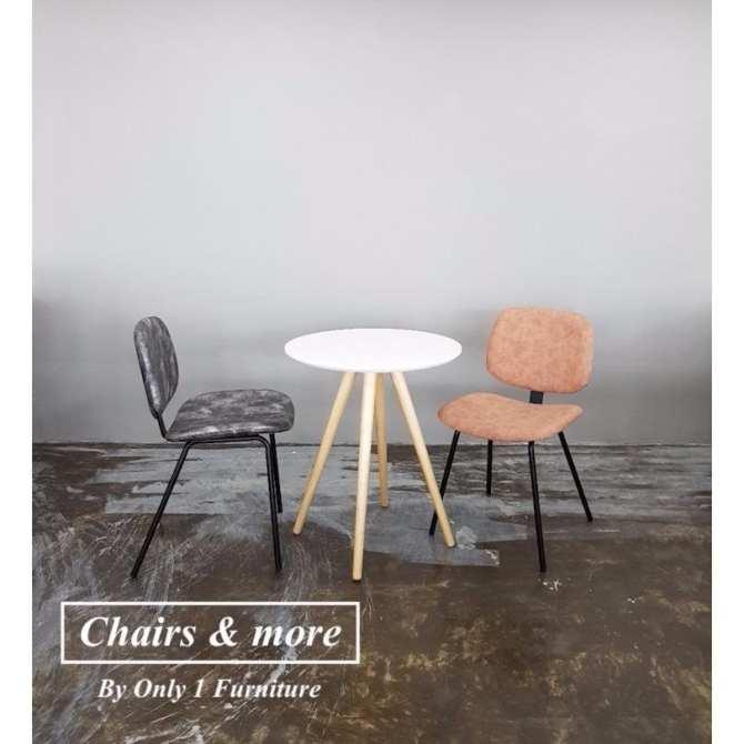 Hình ảnh Bàn tròn cafe gỗ (Chairs and more)