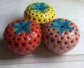 Dâu Tây Sứ tiết kiệm để bàn model007B( nhiều màu , kích cỡ cao 17, rộng 18cm bóng đẹp) thumbnail