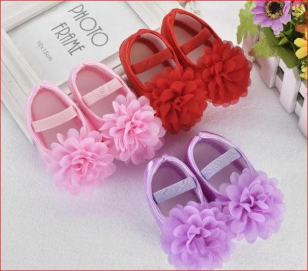 Giày tập đi cho bé gái đính nơ và bông hoa giá rẻ