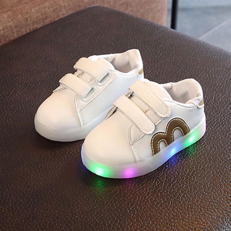 Giày thể thao quai dán chống trượt có đèn LED cho bé