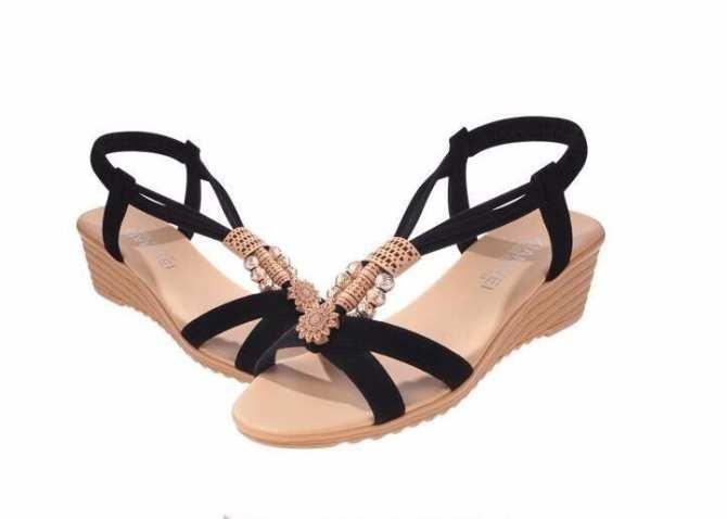 Giày sandal đế bệt nữ quai chéo đính hạt - LN1387 (Đen)