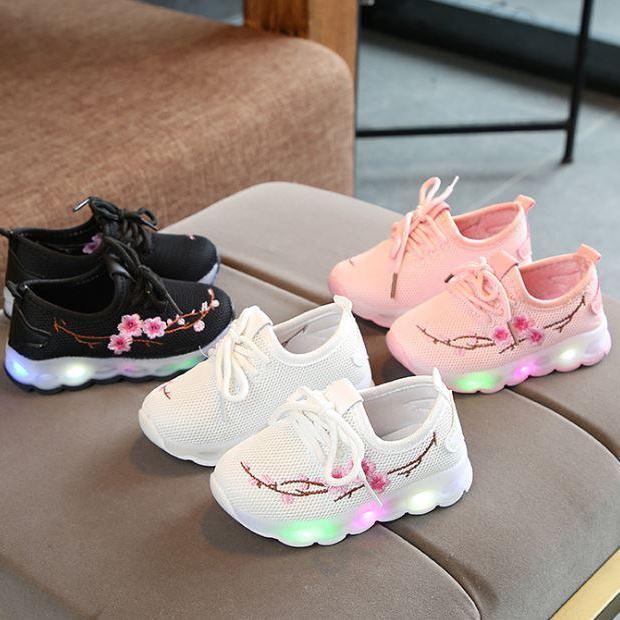 Giày thể thao cho bé gái thêu hoa