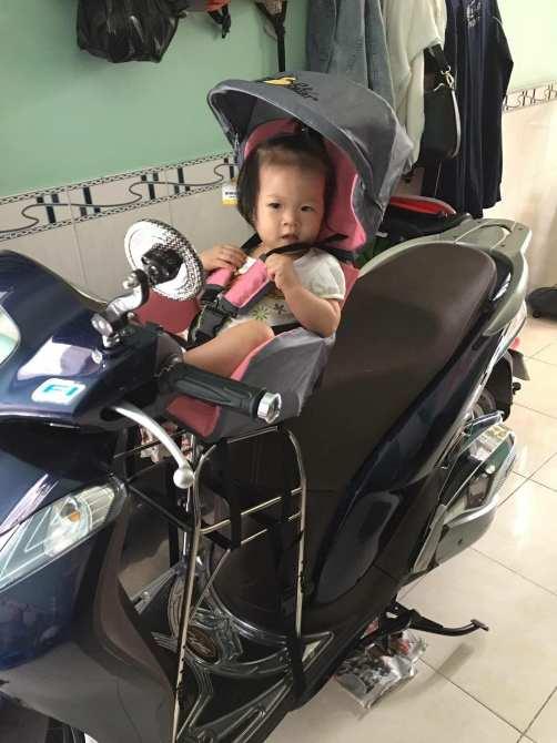 Ghế ngồi xe ga tiện dụng cho bé BeeSmart - X1 Hồng (Tặng 1 khăn voan che cho bé + Bạt Che Mưa)