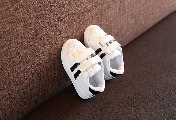 Giày Sneaker Kẻ Sọc Cho Bé Yêu - T2