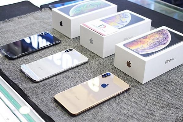 iPhone XS 256Gb và 64GB máy đẹp như mơi, máy nguyên zin . máy có khả năng chống nước, chống bụi. máy có tặng kèm sạc, cáp và ốp. cấu hình mạnh, thiết kế nhỏ gọn vừa tay...