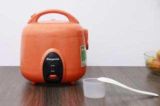 Nồi cơm điện Kangaroo 1.2 lít KG826S TRƯNG BÀY Nấu cơm chín nhanh, ngon với công nghệ nấu 3D. Van thoát hơi thông minh cho cơm chín ngon bảo toàn dưỡng chất. Cho thời gian giữ ấm lên đến 24 tiếng, bảo đảm độ ngon của thức ăn. Nồi cơm nắp gài dung tích 1.2 thumbnail