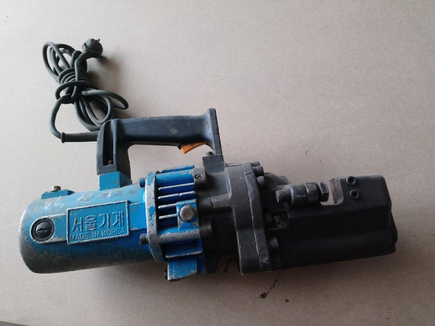 máy cắt sắt thủy lực cắt đến fi 25