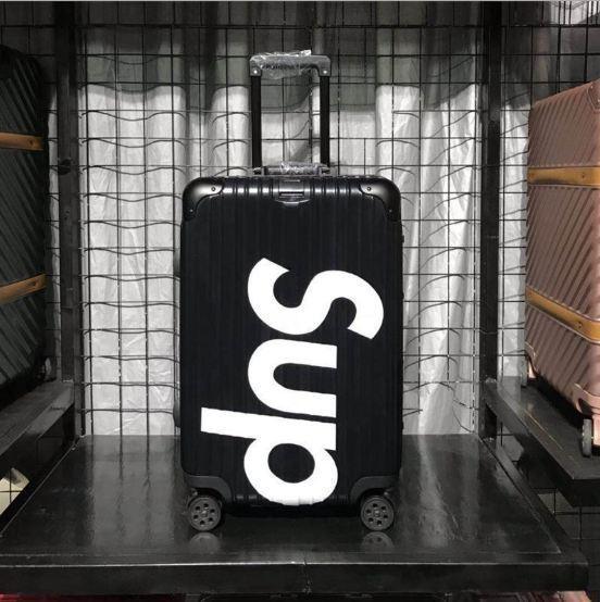Không Thể Bỏ Qua Giá Hot với Vali Kéo Du Lịch SUPREME SIZE 20 Khung Nhôm Hàng Chuẩn  Lót Xanh, CHỐNG XƯỚC Bánh Xe Quay 360 độ, Chống Bể Vỡ Khóa TSA, Xách Tay Hoặc Ký Gửi Hành Lý Máy Bay.