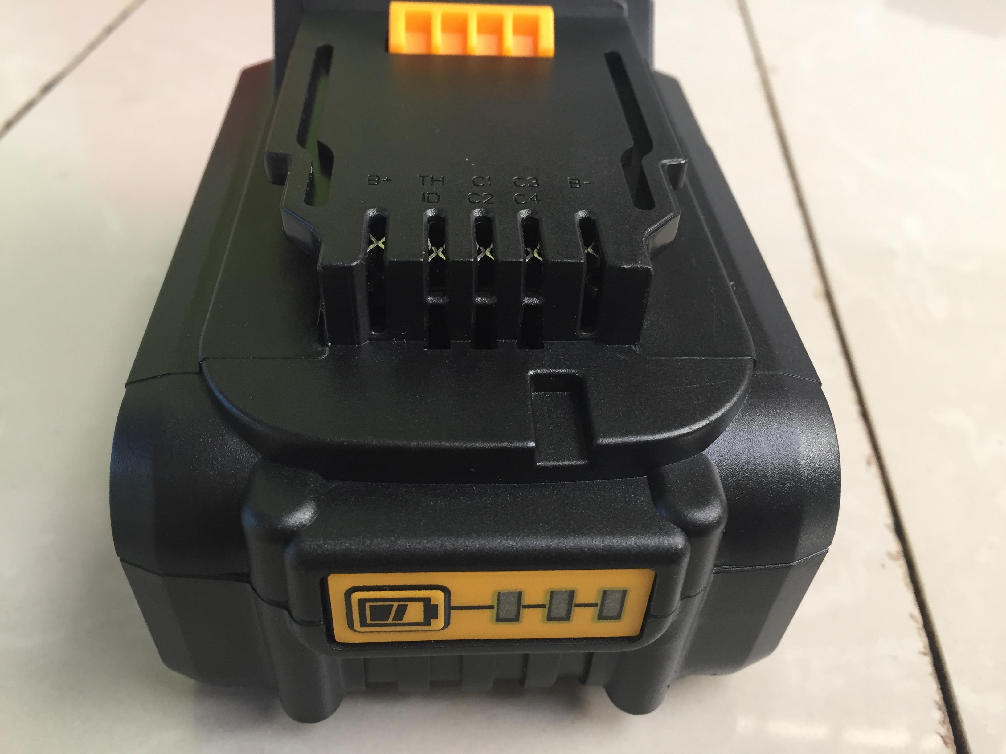 Pin Dewalt 18V 5A Được Làm Từ Pin Lishen Mới
