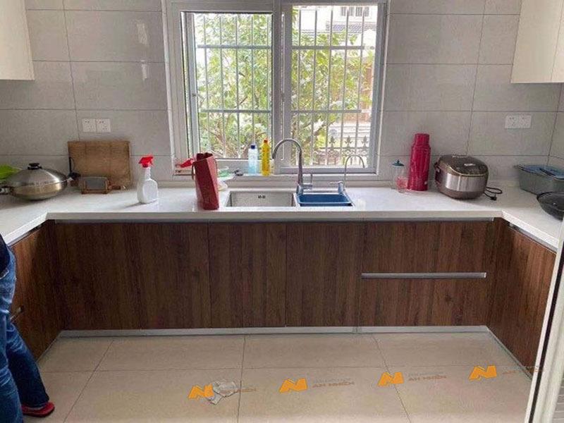 Tủ gỗ An Nhiên hiện đại góc cạnh sắc nét phù hợp căn hộ xứng đáng đồng tiền bỏ ra Gỗ MDF loại cao cấp độ dày 17mm chất lượng gỗ vượt trội Mẫu mới hiện đại A1215