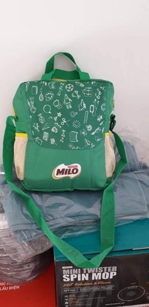 Giá bán Túi đeo chéo Milo kích thước 31x25x10cm