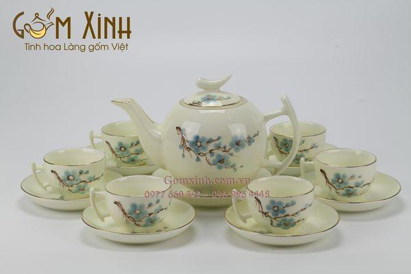 bộ ấm chén bát tràng_bộ trà sứ dáng bưởi cành men kem vẽ hoa đào xanh viền vàng 18K