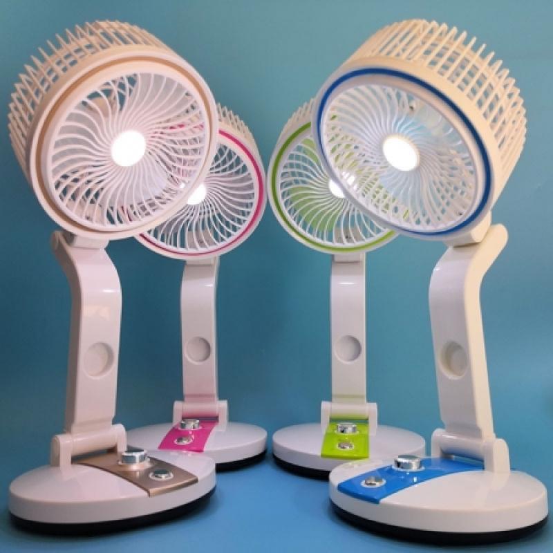 Quạt tích điện có đèn LED gấp gọn có đèn LED