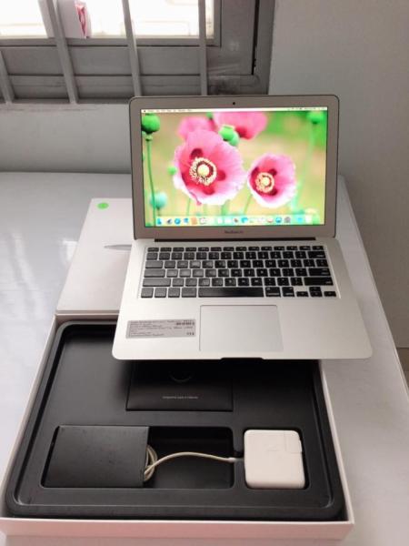 Bảng giá Laptop xách tay Mỹ Macbook Air 2014 i5/4/ssd128 cấn góc Phong Vũ
