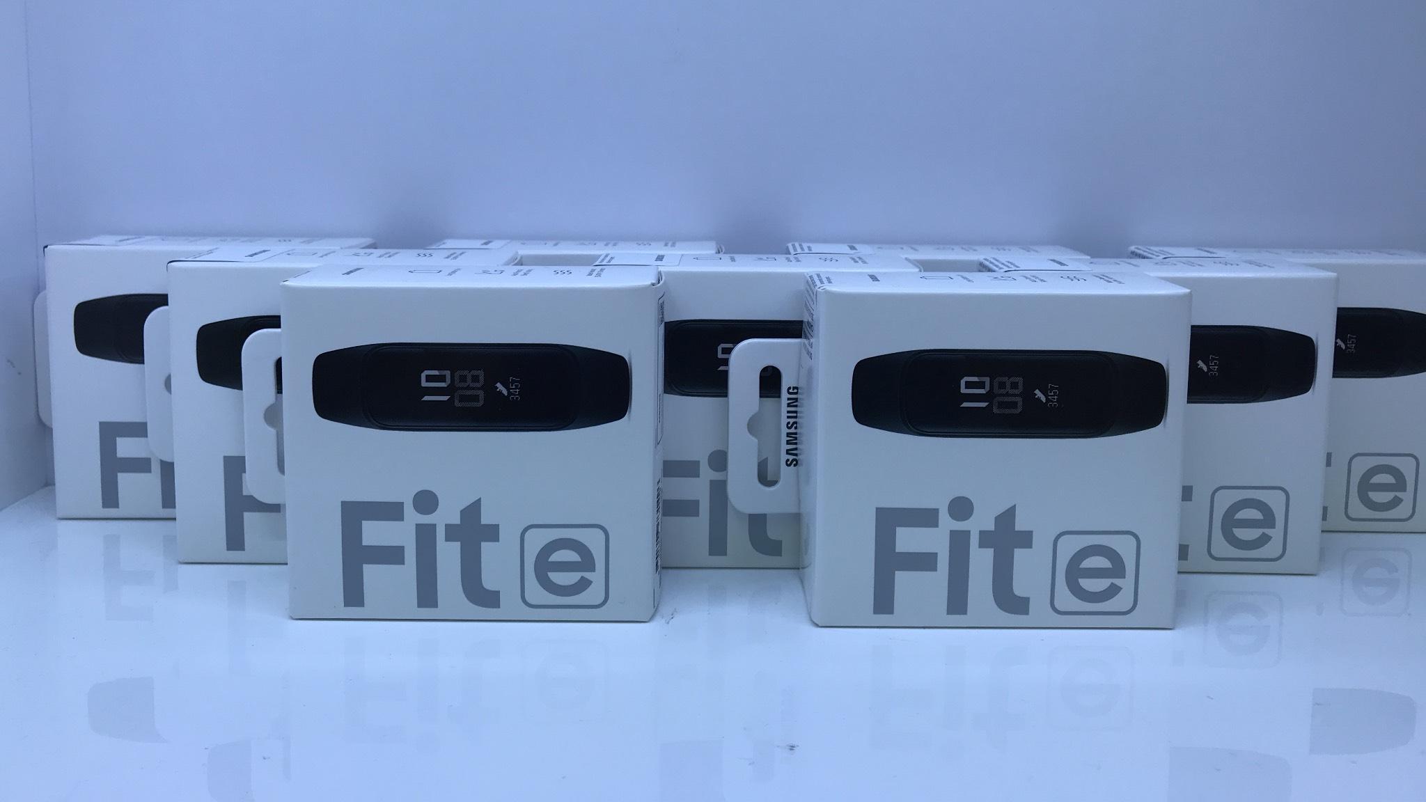 Đồng Hồ Samsung Galaxy Fit E Mới Nguyên Seal - Hãng Phân Phối Chính Thức