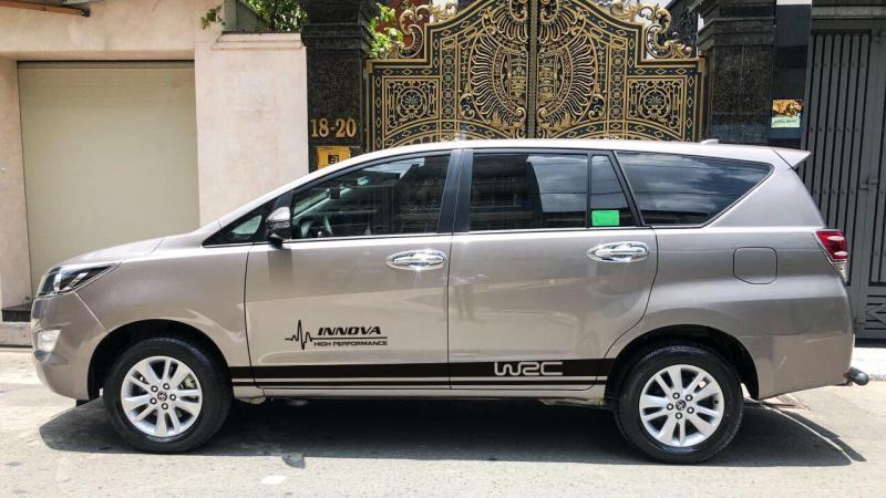 Tem Dán Xe Toyota Innova Bạc Mẫu Đơn Giản