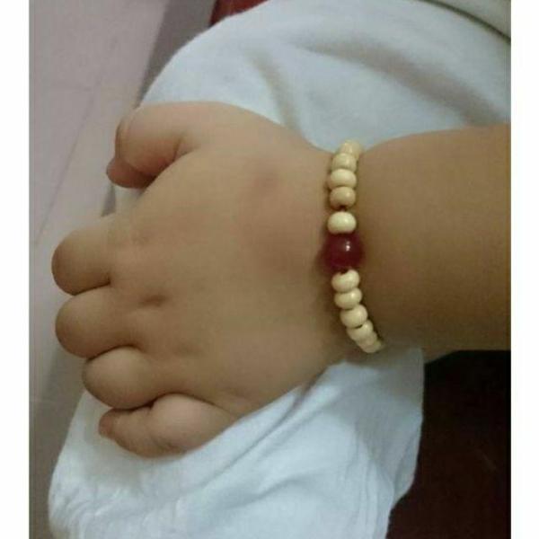 Giá bán 1 Vòng dâu tằm kèm đá phong thủy bình an cho bé (cho bé từ sơ sinh đến 4 tuổi)