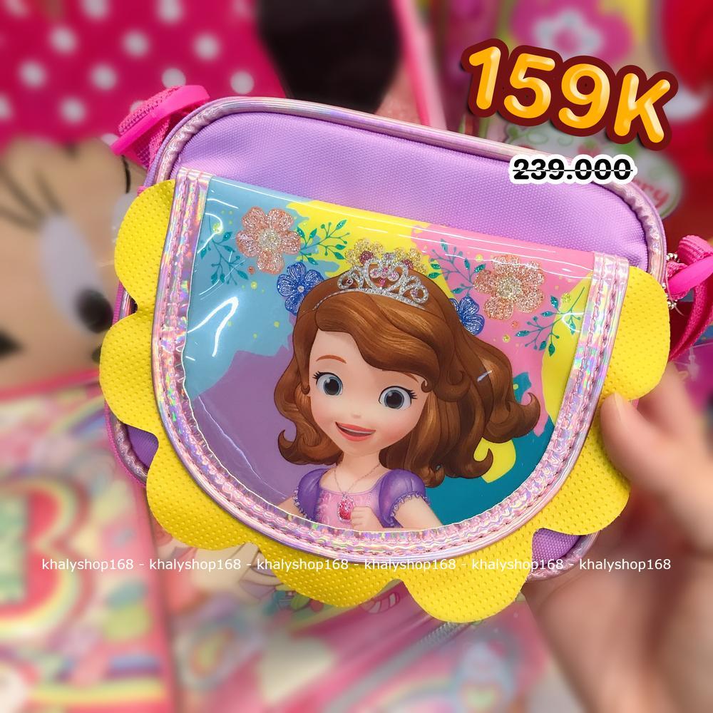 Giá bán Túi đeo chéo hình công chúa Sofia viền hoa vàng 2 ngăn màu hồng tím cho bé gái (Thái Lan) - 250SFNG2028139 - (14x4x11cm)