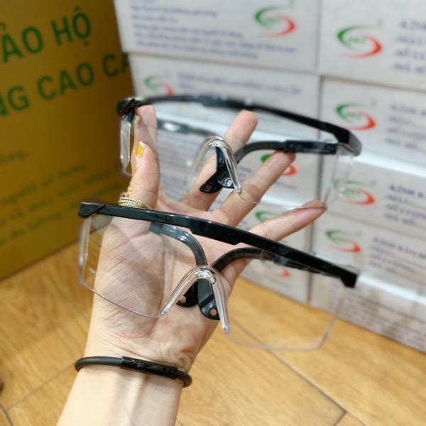 Giá bán Mắt kính bảo vệ sức khỏe mùa dịch, phòng tránh virus Corona dùng cho cả nam và nữ - Bảo vệ mắt khỏi ô nhiễm,chống tia UV ,dịch, bụi,tránh các tác nhân gây tổn thương mắt – Tặng khăn lau và bao da cao cấp trị giá 30k
