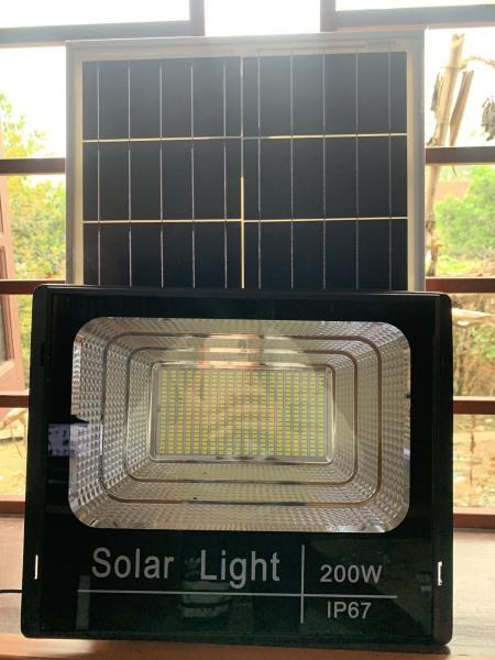 Đèn Pha Năng Lượng Mặt Trời 200W- Ánh Sáng Trắng 400 Chip Led, Công Suất Tấm Năng Lượng 25W