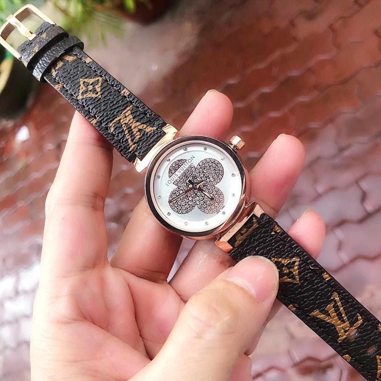 Đồng hồ thời trang nữ Louis vuitton Dây Da Cao Cấp - Size 33mm - Fullbox bán chạy