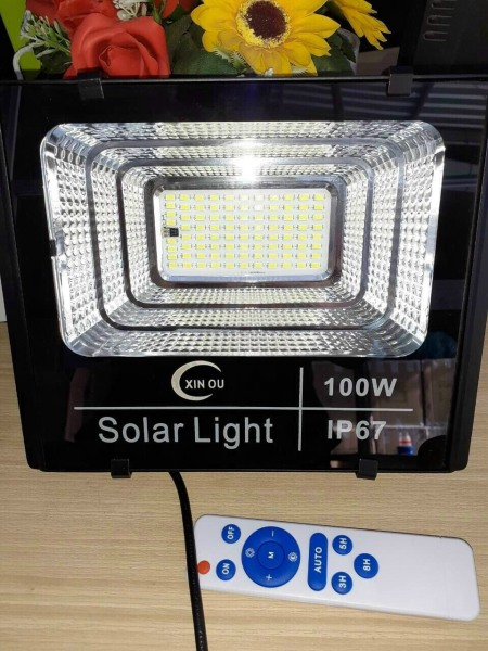 BH 2 Năm - Đèn Pha Năng Lượng Mặt Trời 100W Siêu Sáng, Chống Nước IP67, Giao Hàng Toàn Quốc