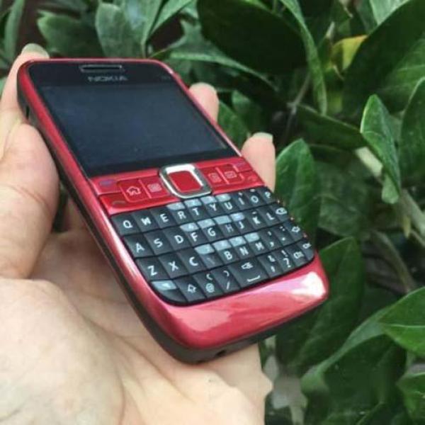 Điện thoại độc cổ NOKIA E63 giá rẻ tặng kèm sim 3g 10 số