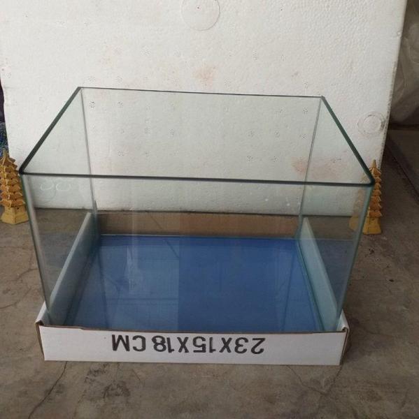 Bể cá mini đúc uốn góc cỡ 22 x 15 x 17 cm