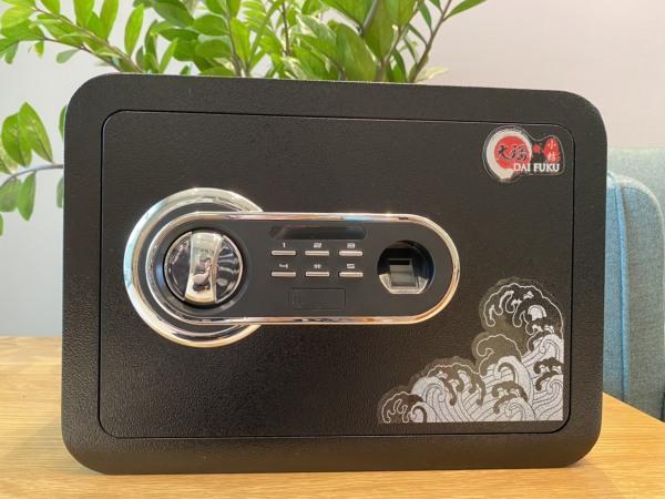 Két sắt vân tay điện tử mini Daifuku DZ-25ZT 9.5kg - 3 răng - màu đen cổ điển