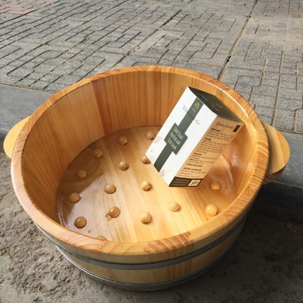 Chậu ngâm chân gỗ thông có hạt MASSAGE CAO 15CM - và muối sinh dượ.c 550gr nhập khẩu
