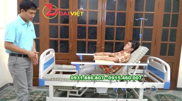 Giường bệnh đa chức năng có bô vệ sinh tại giường - giường bệnh nhân