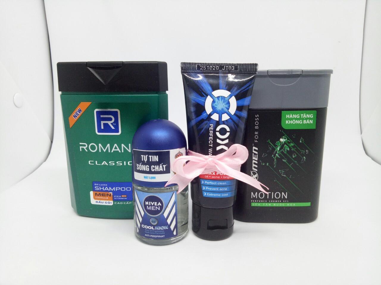 Trọn bộ 4 món dành cho nam giới : 1chai Sữa tắm hương nước hoa Xmen + 1 chai Dầu Gội Cao Cấp Cho Nam Romano Classic + 1chai Lăn khử mùi Nivea + Tặng 1 tuýt sữa rửa mặt oxy & 1 túi đựng mỹ phẩm