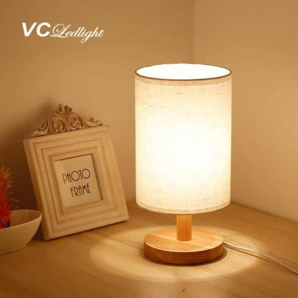 Đèn ngủ để bàn đế gỗ chao vải