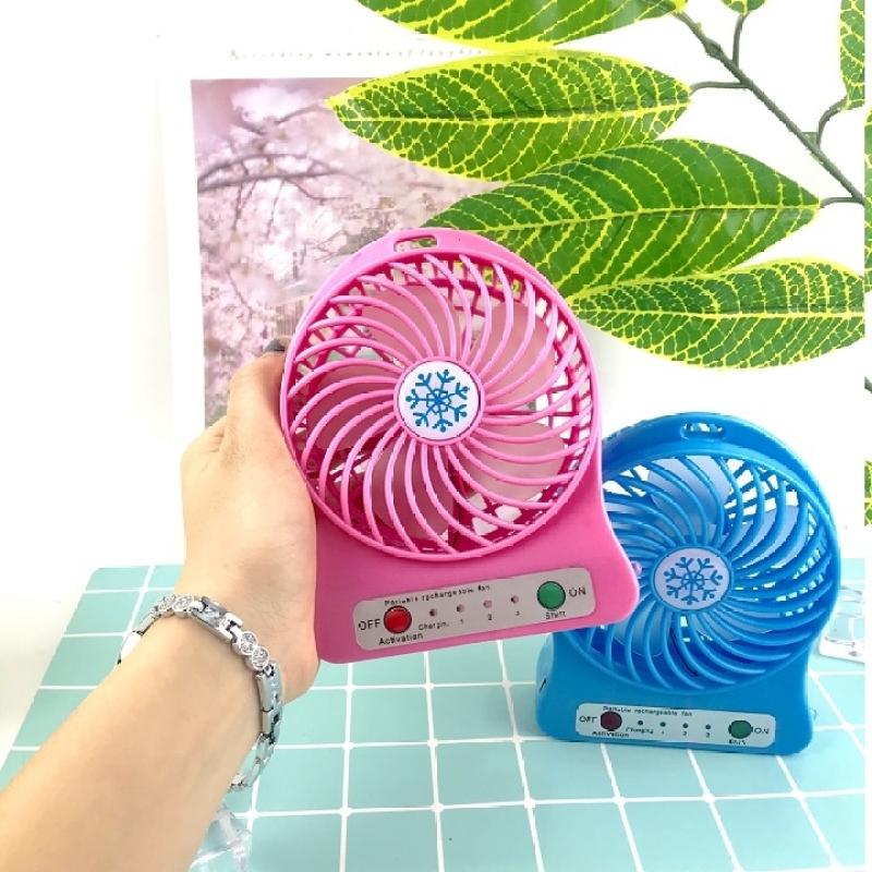 [NHIỀU MẪU] Quạt Mini Fan Có Pin Sạc Cầm Tay Tuỳ Chỉnh 3 Cấp Độ Siêu Mát Hàn Quốc(Nhiều Màu có đế tặng kèm - Quạt Sạc Tích Điện USB mini Fan - Kèm Pin và Cáp sạc và Chân đế