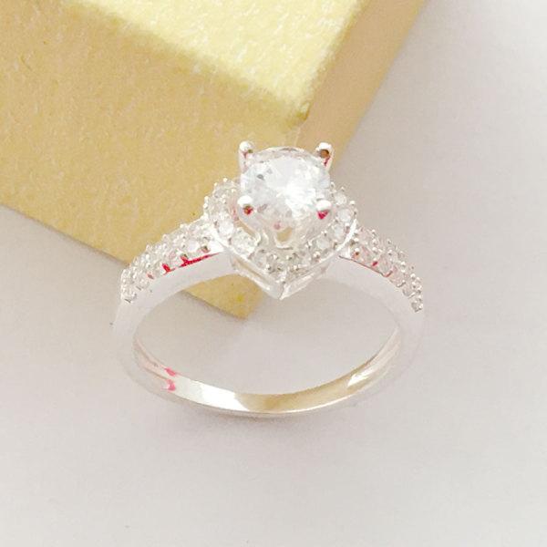 Nhẫn nữ ổ cao gắn kim cương nhân tạo chất liệu bac không xi mạ phong cách sang trọng rất thích hợp khi đeo tại các buổi dạ tiệc,làm quà tặng - BS1QTNU18