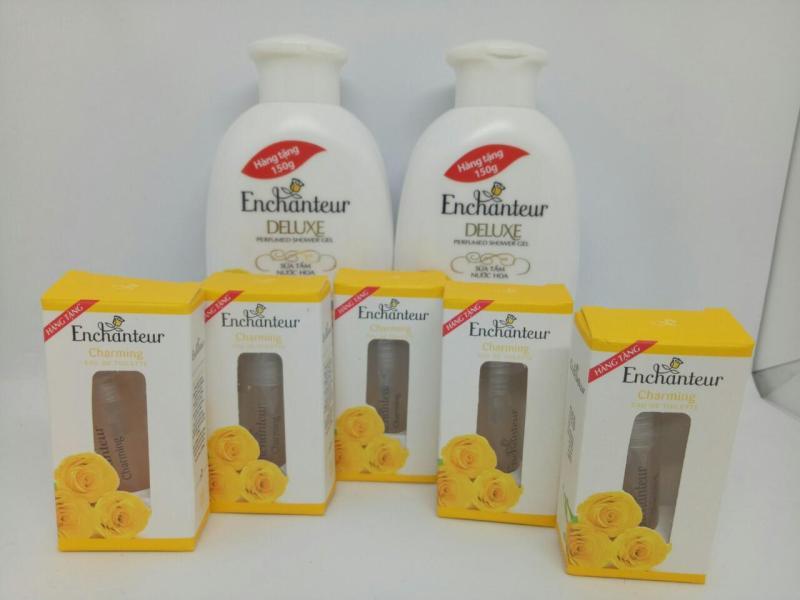 Mua Trọn bộ 7 món - Tặng 5 món dành cho nữ : 2 chai Sữa Tắm Trắng Da Dưỡng Ẩm Enchanteur + Tặng 5chai Nước Hoa Enchanteur hương thơm quyến rũ & kèm thêm 1 túi đựng mỹ phẩm xinh xắn nhập khẩu