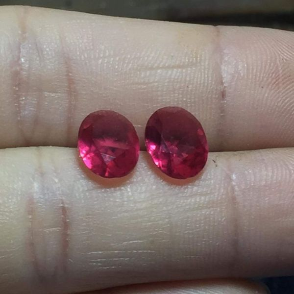 ruby 1 đôi bông tai hoặc nhẫn nữ