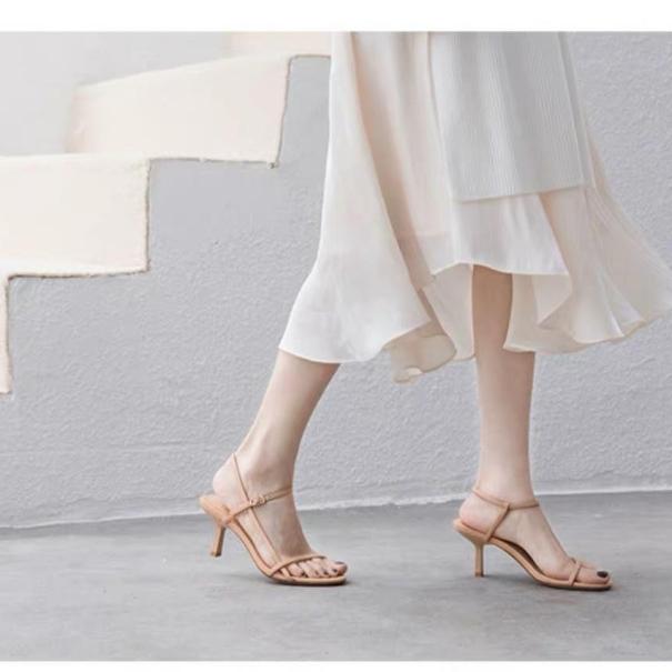 Sandal  quai mảnh cực xinh màu kem gót 5 cm giá rẻ