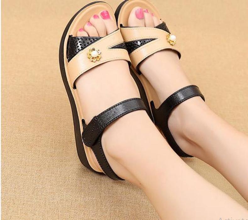 Giày quai hậu nữ màu vàng chống trượt giá rẻ