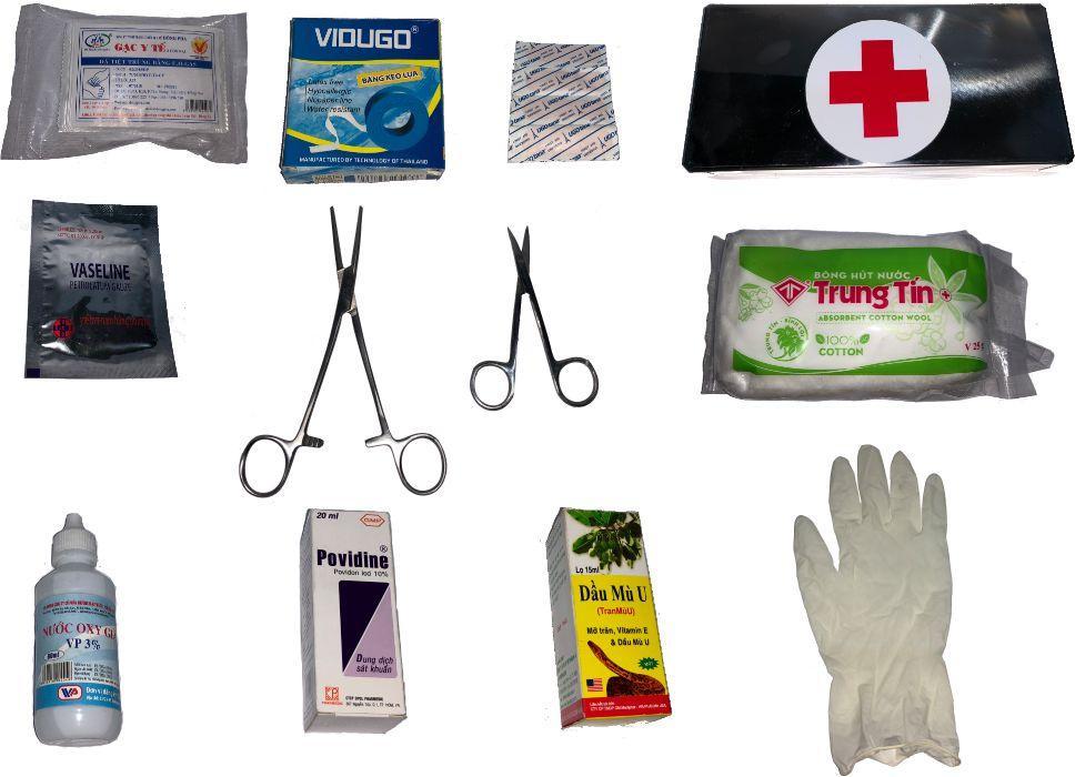 Hộp cứu thương bao gồm 12 món có kèm hướng dẫn sơ cứu nhập khẩu
