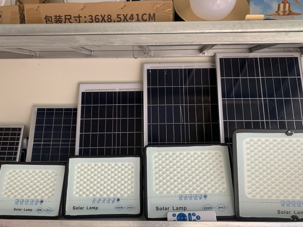 ĐÈN LED NĂNG LƯỢNG MẶT TRỜI SOLAR LAMP công suất 50W-100W-200W-300W công nghệ IP67 chống nước, chế độ bật tắt tự động, cảm biến hồng ngoại