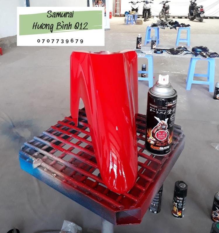 Sơn xịt Samurai màu Đỏ Nổi Bật - 23 (400ml) (chịu được nhiệt độ lốc máy và có khả năng kháng xăng A92, A95)