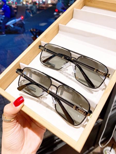 Giá bán Kính nữ , kính thời trang gọng màu gỗ cực sang , kính chống đọng nước khi đi mưa