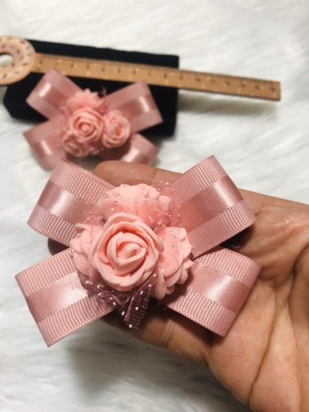 Cài áo nơ phôi hoa hồng voan. Màu HỒNG. Kích thước 7 x 8 cm
