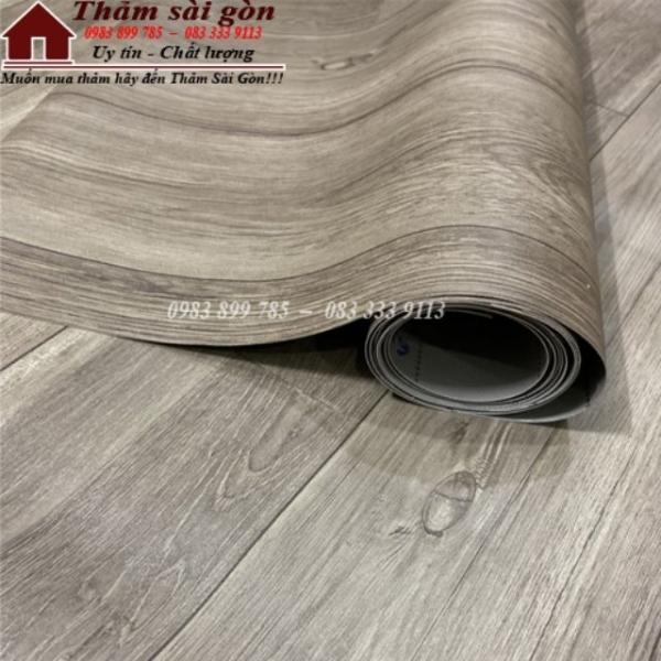 Simili trải sàn vân gỗ màu xám mẫu mới ra bề mặt có vân nhám như gỗ thật. KHỔ 1mx1m
